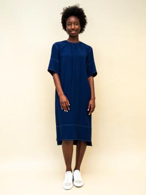 Marni Kleid aus nachtblauem Crêpestoff mit weißen Ziernähten